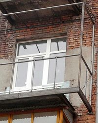 Демонтаж остекления балкона: цена.