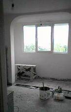 Убрать стену между балконом и комнатой.